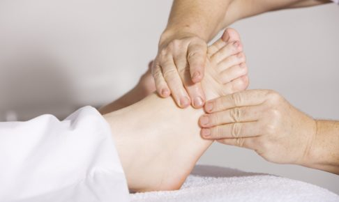 妊娠中のつらい足のむくみの原因とその解消法は?
