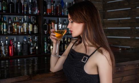 一人飲みしたことある?大人女子必見「一人飲み」の作法とは