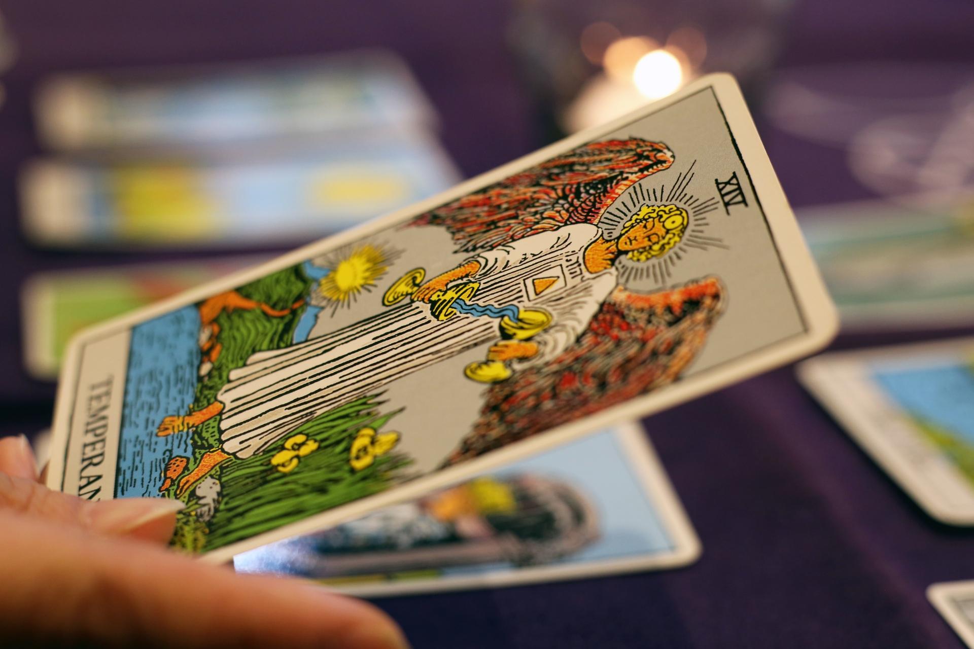 現役占い師が教える一番簡単なタロットの始め方(1)カードの選び方