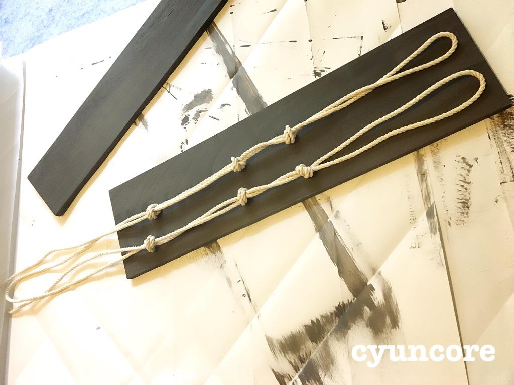 100均(ダイソーのペンキ・セリアのロープ・キャンドゥの板)でロープシェルフ・収納棚をDIY