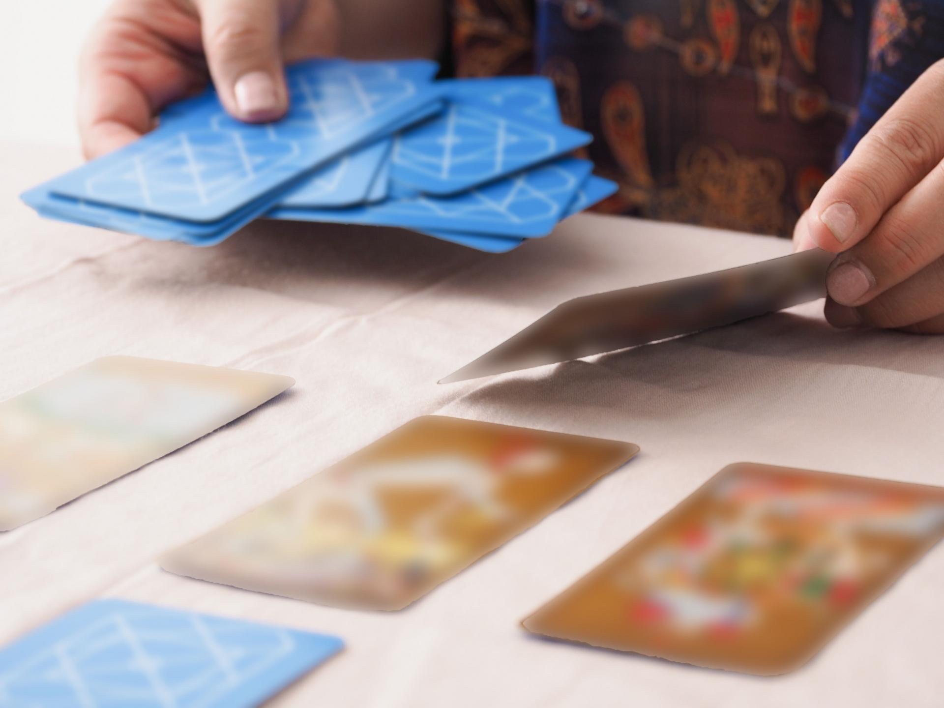 現役占い師が教える一番簡単なタロットの始め方(2)カードの並べ方