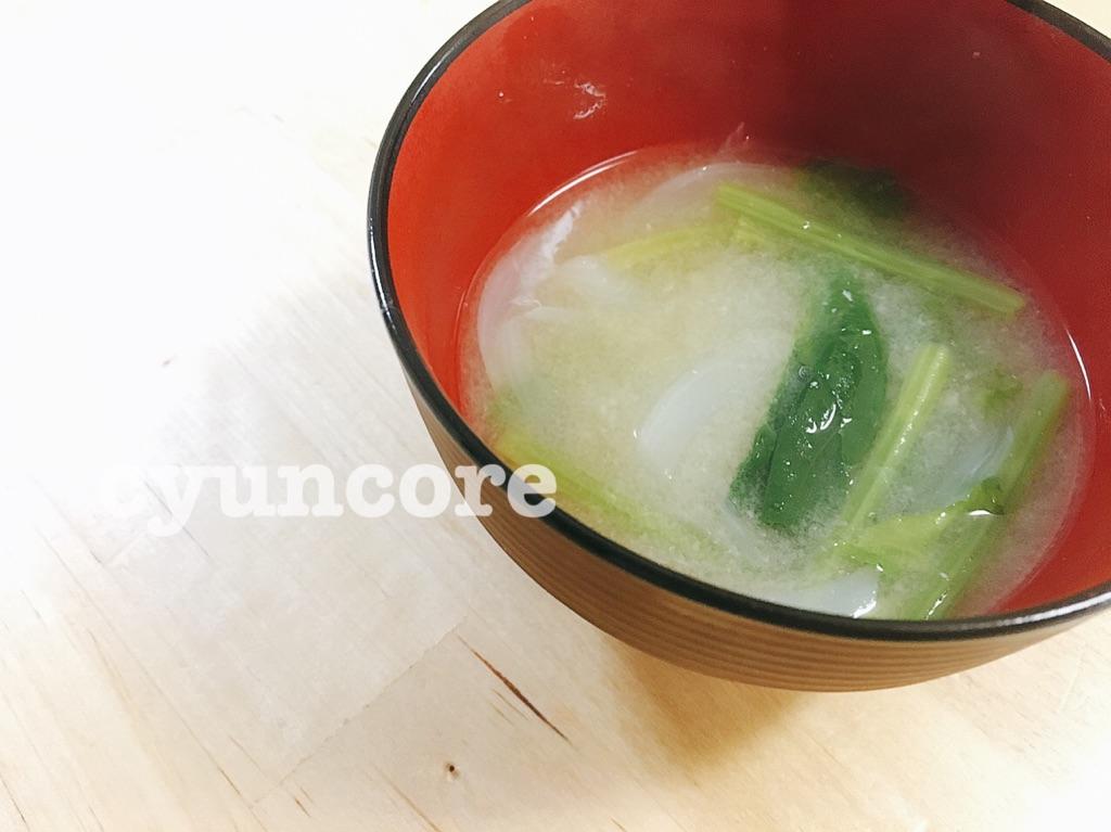 朝食に出せば1日元気!「ほうれん草と玉ねぎの味噌汁」