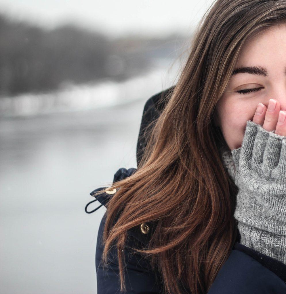 左の手袋を落としたら、恋愛や結婚の前触れ
