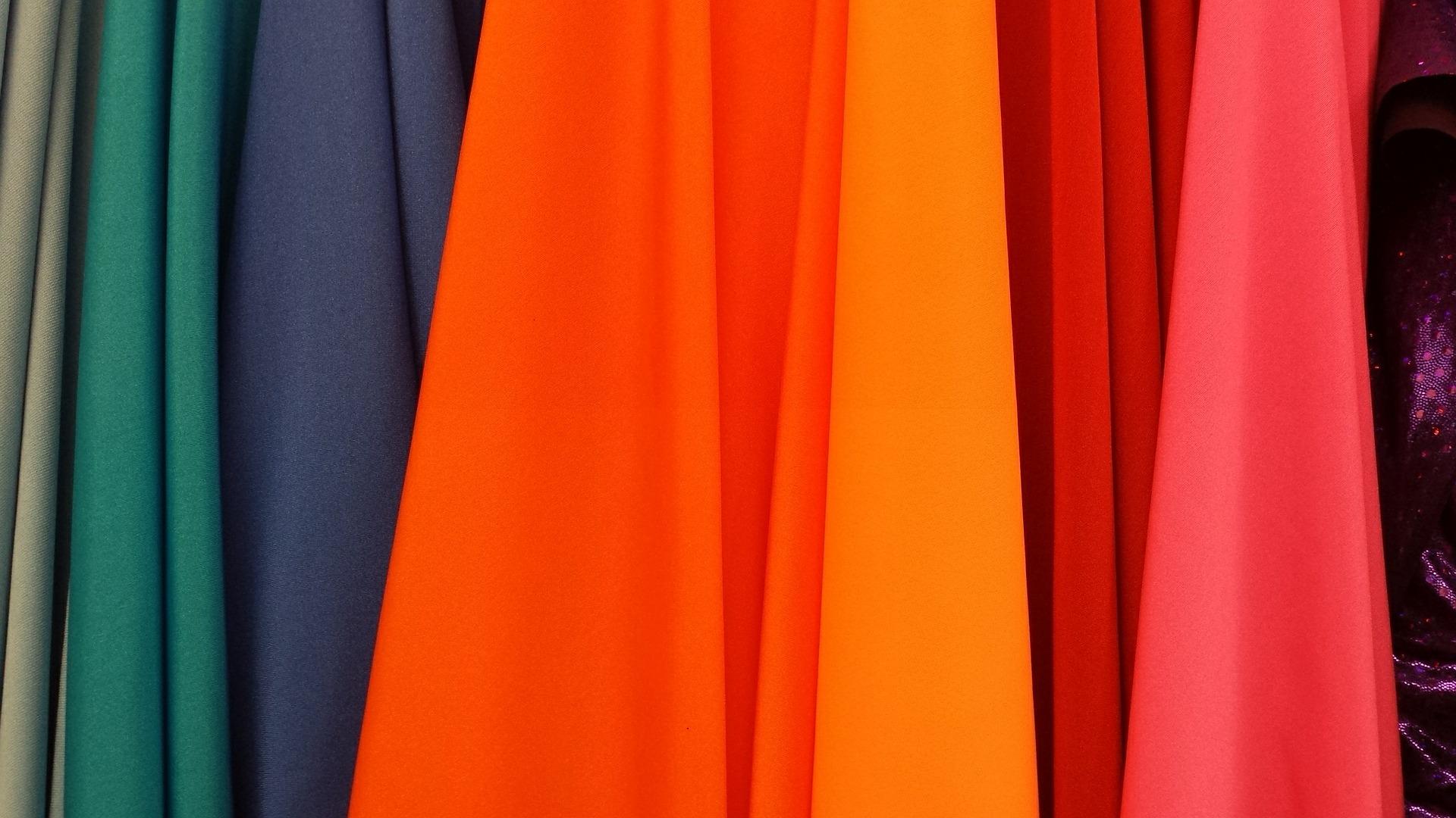 【色占い・カラー診断】選んだ洋服の色でわかる深層心理とは?