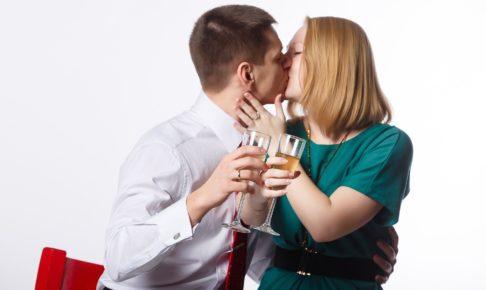 酔った勢いでキスしたくなる心理とは!?酔っ払ってキスする【男の本音】