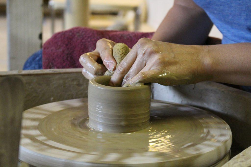 陶器を作るところを見ると願いが叶う