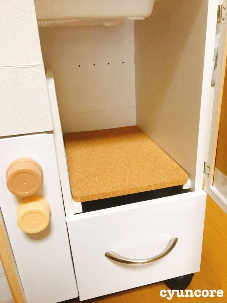 冷蔵庫用の棚を設置する