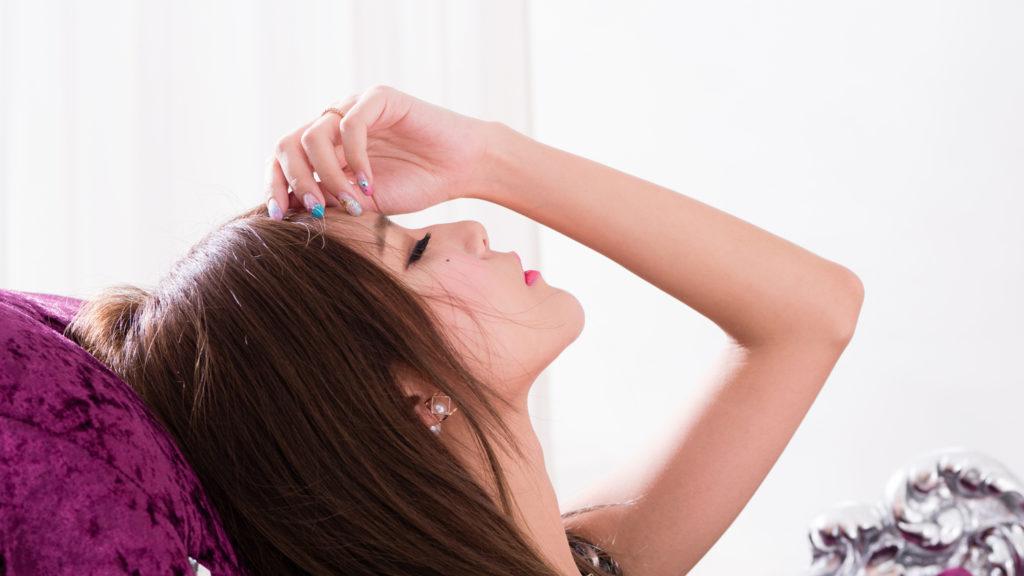あざとくない隙の作り方2:スキのある女性は「カッコよさ」を隠す