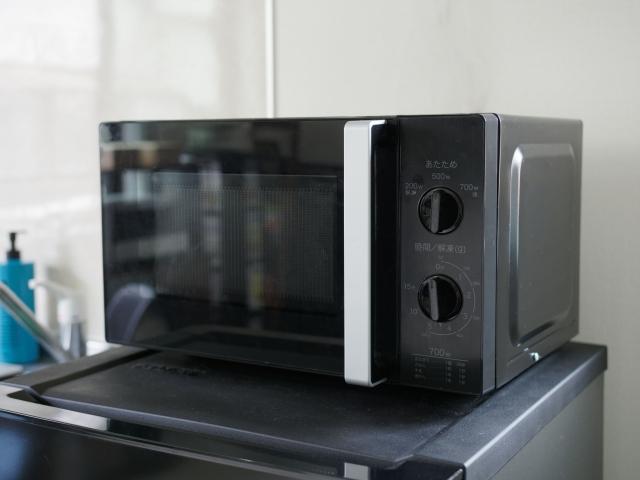 ☆冷蔵庫の上に電子レンジを置いている