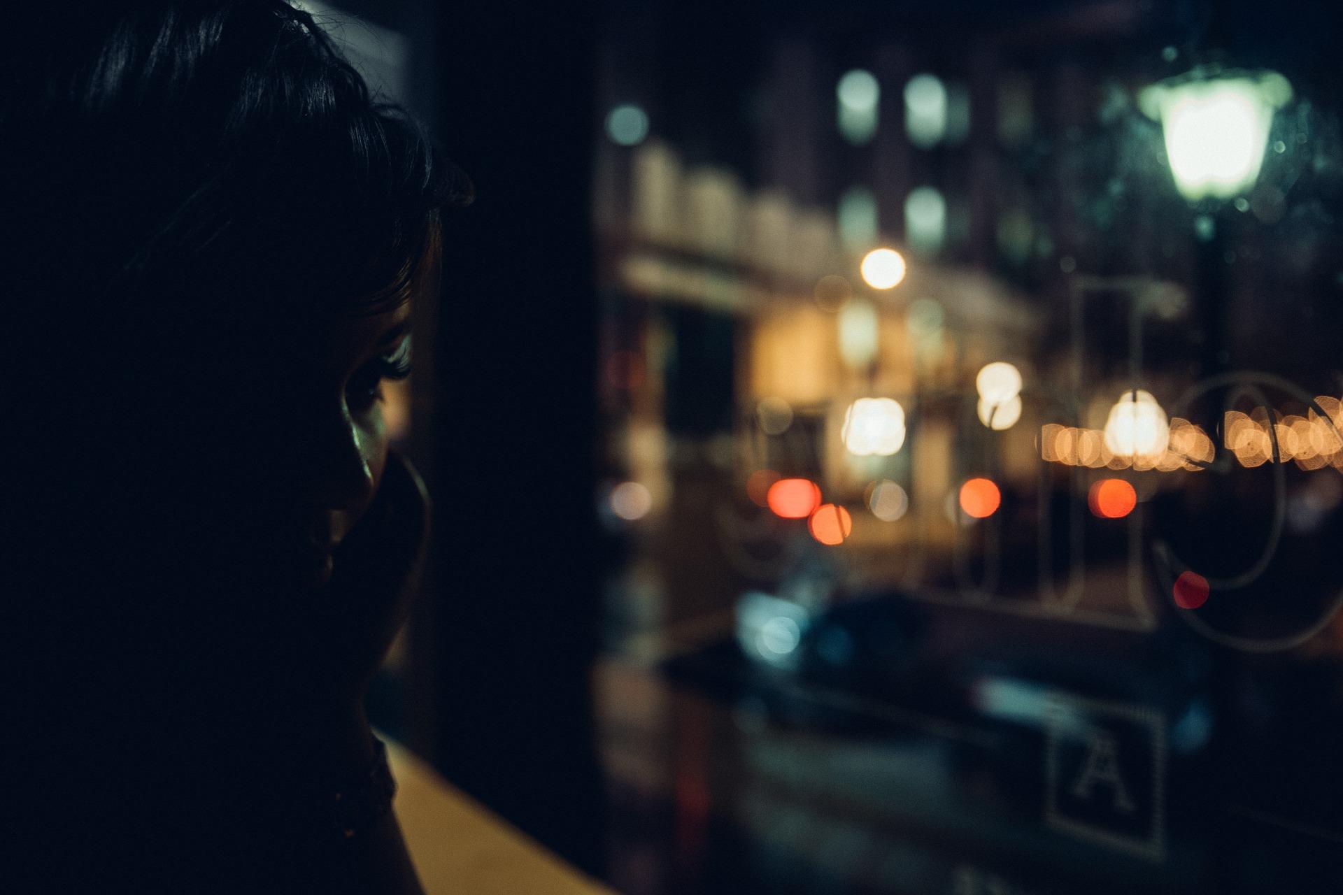 「恋の駆け引き」を見極めるポイント3. 夜中に急に呼び出されたら恋愛ではなく体目当て