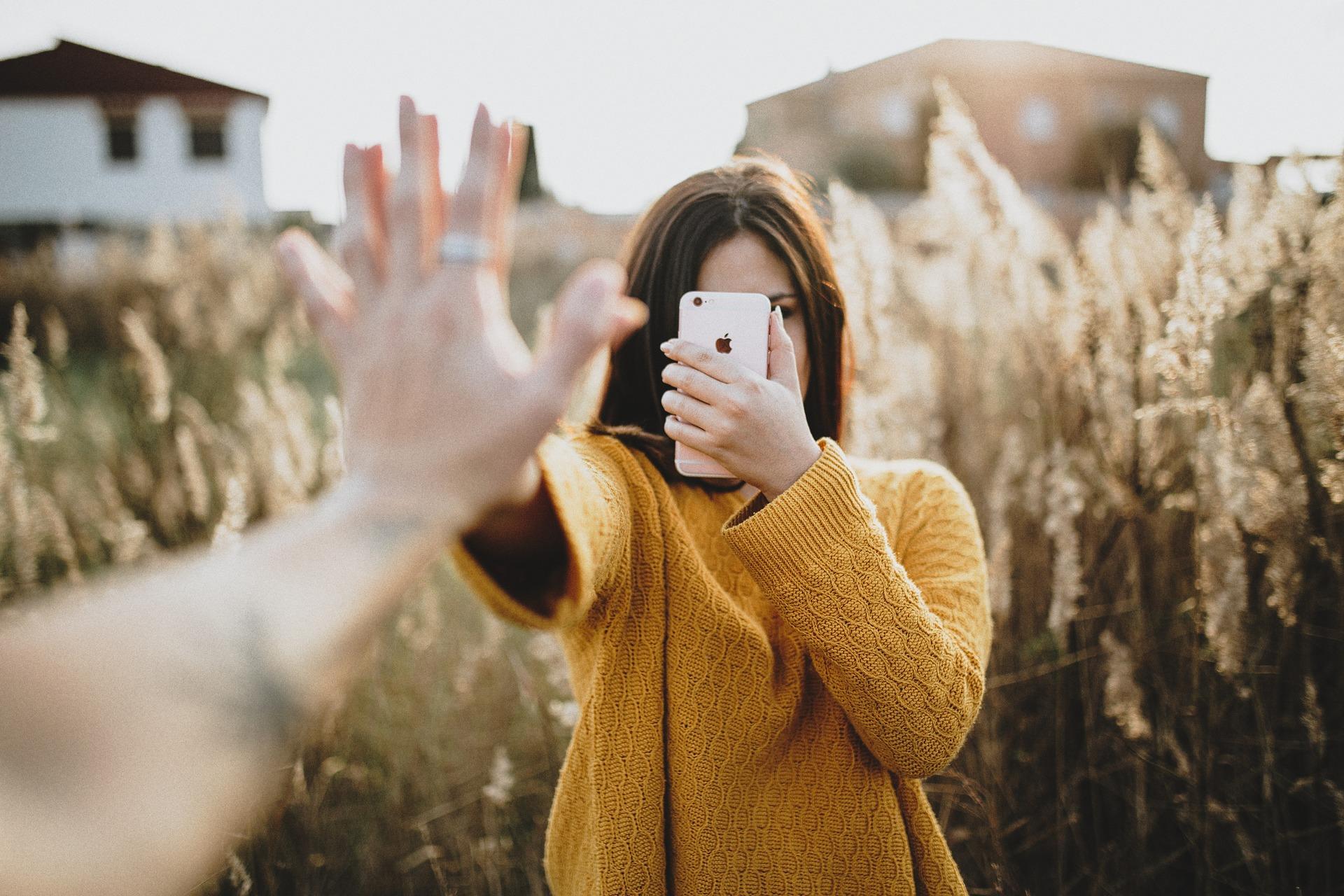 彼氏の携帯をチェックしたくなったら④携帯を見せて欲しいという