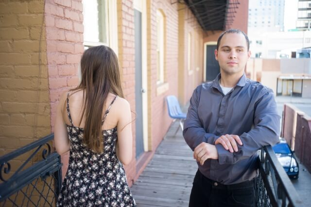 婚活パーティーで選ばれない理由①表情が硬くなってしまう