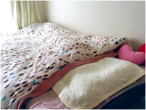 正しい毛布の使い方② 掛け布団の上に毛布をかける