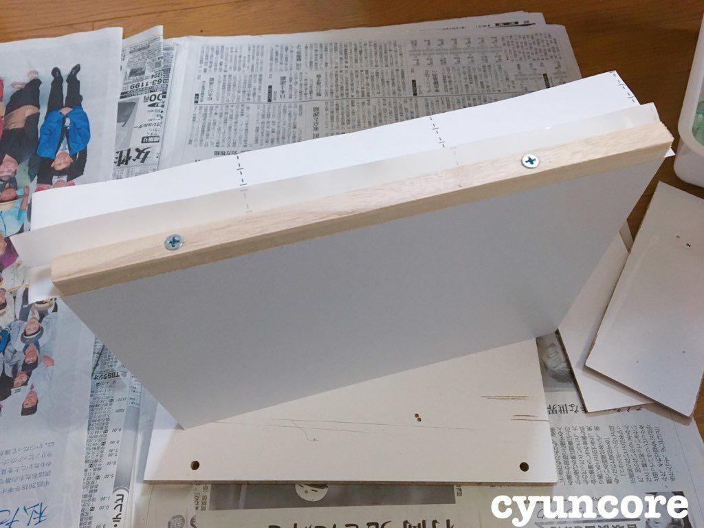 カラーボックスの板とテーブルの脚でニドレッサーをDIY③ 作り方・蓋に角棒を取り付ける-3