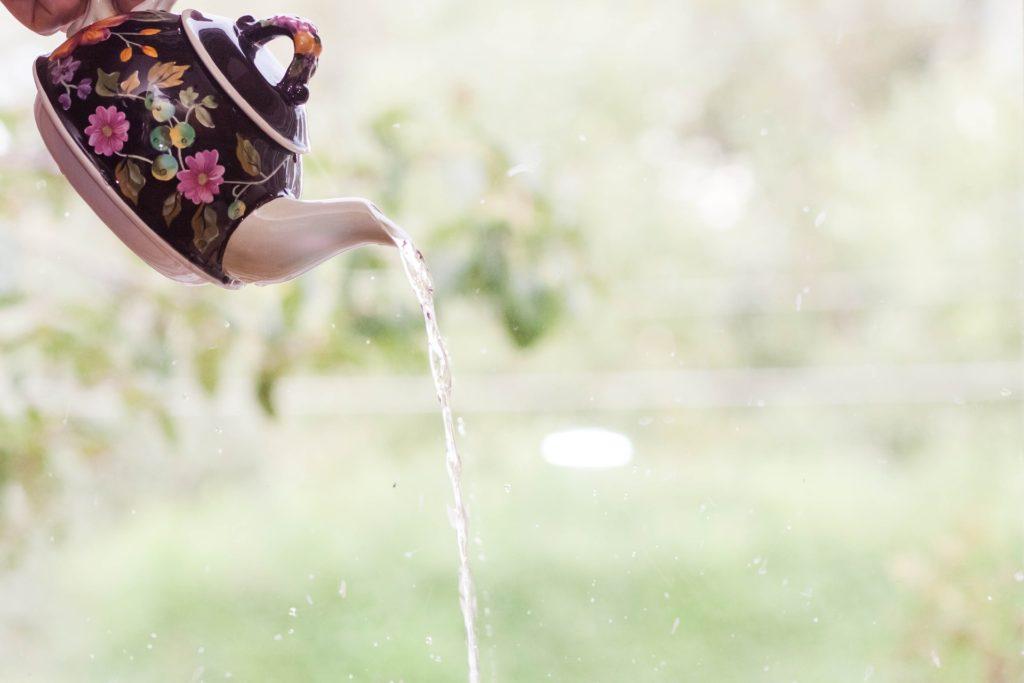 風水で金運アップ②目覚めに一杯のお水を飲む