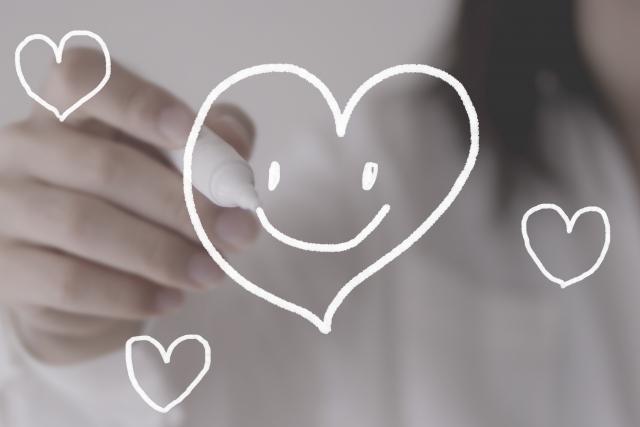恋愛に効果がある「おまじない」②鏡にハートマークを書くと好きな人が意識してくれる