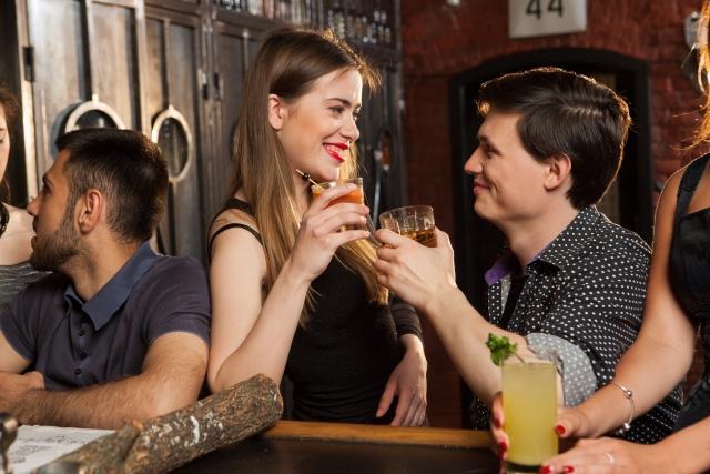 飲み会でモテる女性の特徴④褒め上手