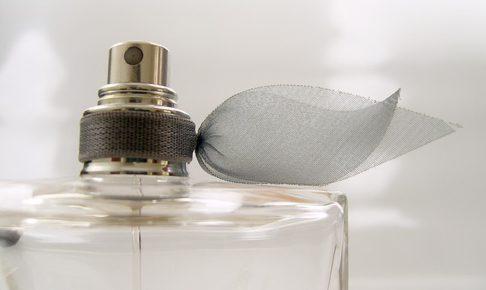 大人女子のマナー講座!注意すべき香水の付け方