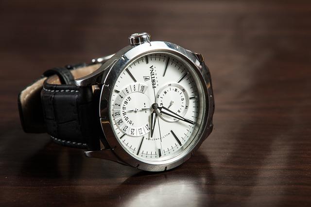 カップルにおすすめペアグッズ7.腕時計