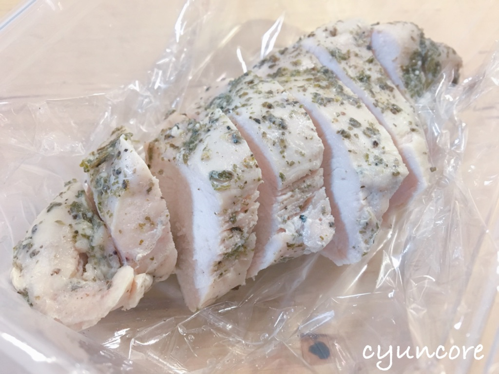 コストコの鶏胸肉レシピ①ポリ袋で簡単!サラダチキン