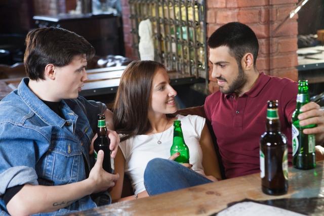 合コンで初対面の男性と盛り上がる会話10選