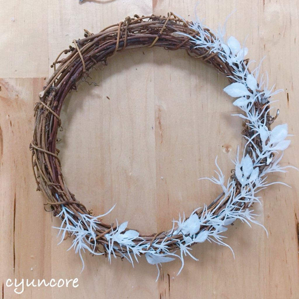 貝殻リースの作り方①リースに葉を貼り付ける-3