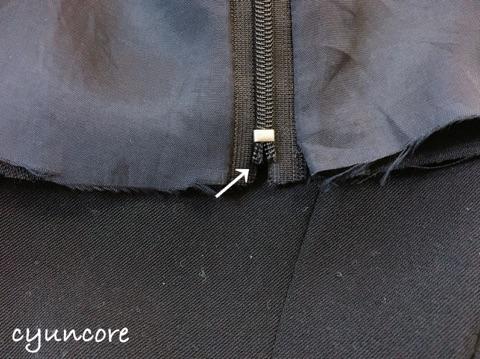 ワンピースの肩幅・丈を詰める方法②トップスとスカートに分ける-6