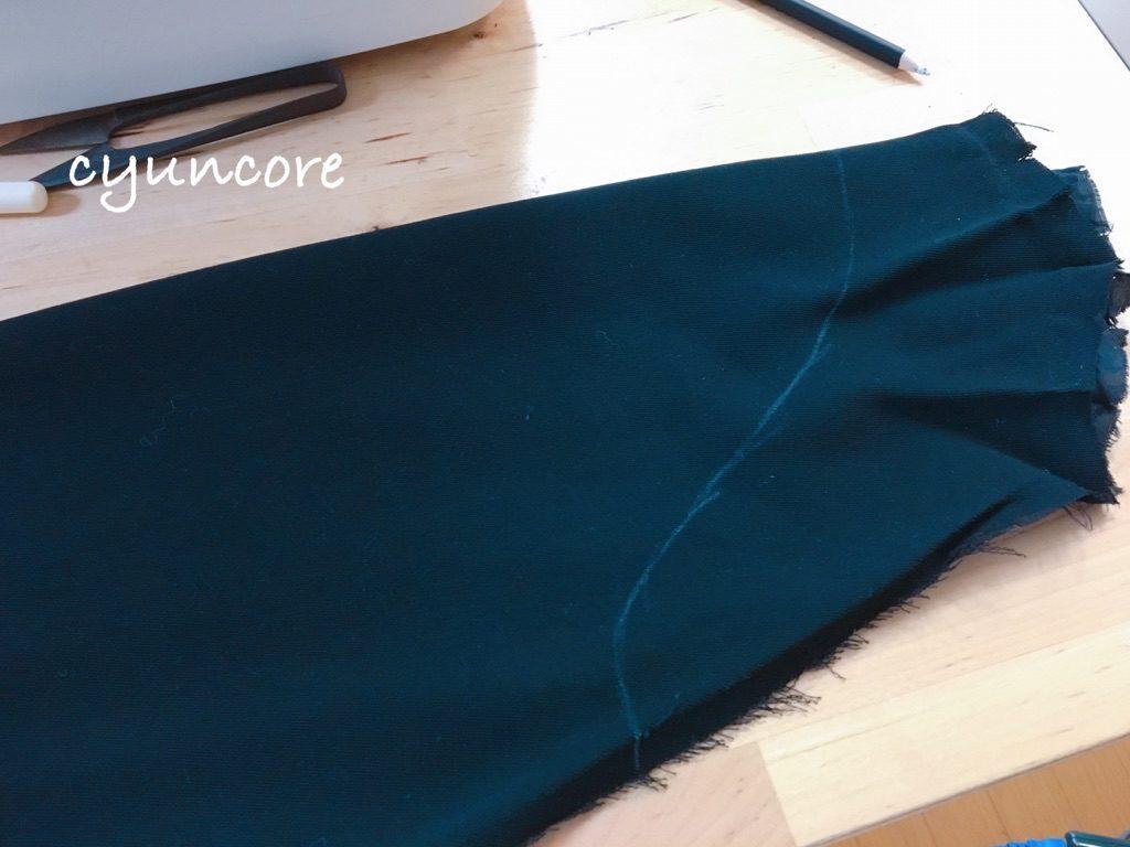 ジャケットの袖ぐり・腕周りを細くする方法②袖ぐりをカットする