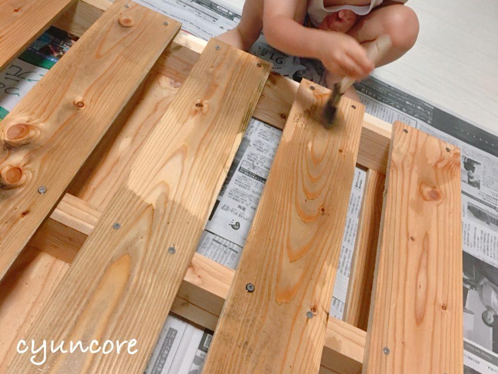木製パレットでベッドをDIY②墨汁で塗装