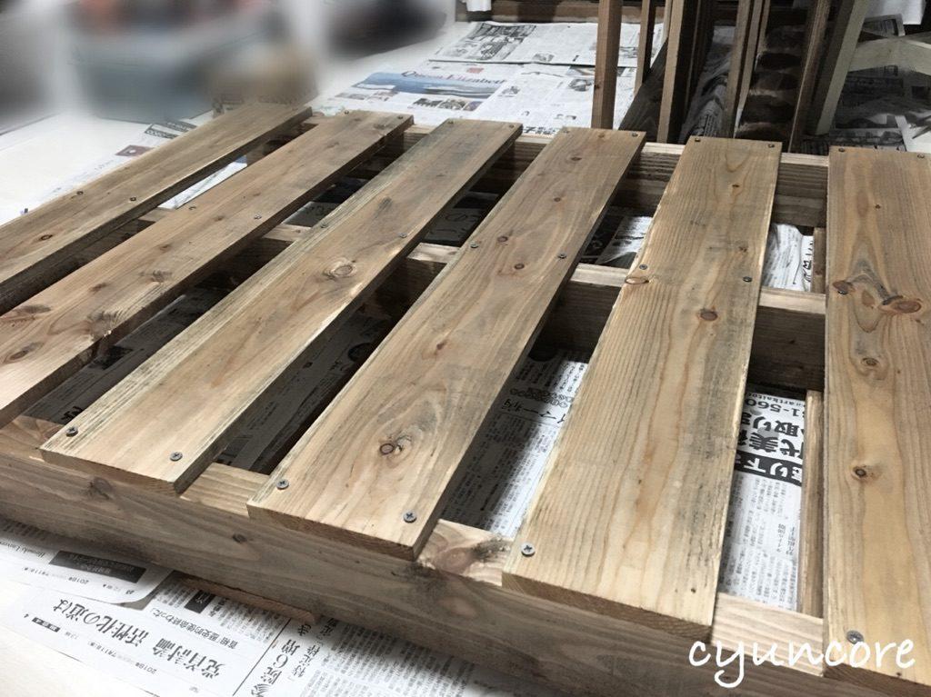 木製パレットでベッドをDIY②墨汁で塗装-2