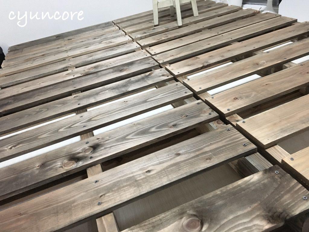 木製パレットのベッドが完成しました!
