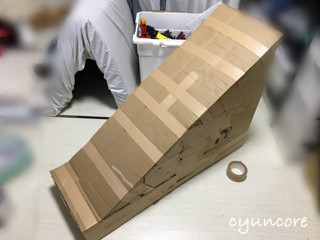 段ボール滑り台をDIY③土台に蓋をして滑るところを作る