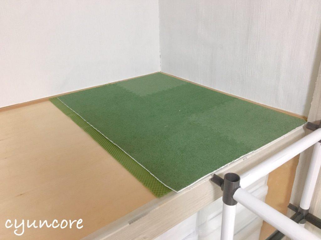 キッズスペースの床にはセリアのマット