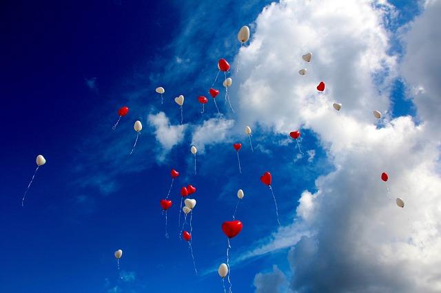 風水で恋愛運を引き寄せる方位「桃花位」と恋愛運アップの間取りとは