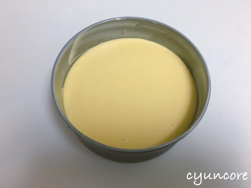 余りパンでパンプディング②パンプディングの生地を型に流し込む-2