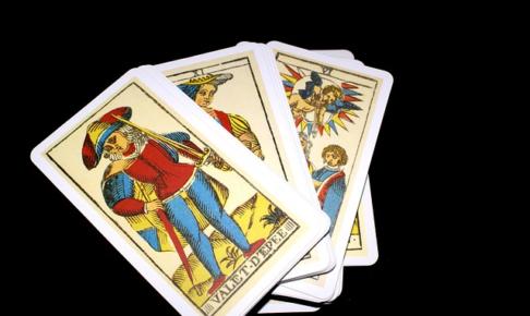 タロット占いで相手の気持ちを知る方法とは?タロットとタロットカードの占い方と意味