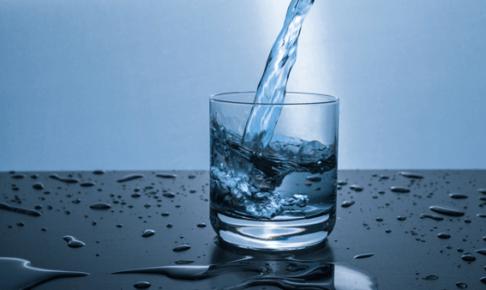 水を飲むメリットと一日の水分摂取量【管理栄養士監修】