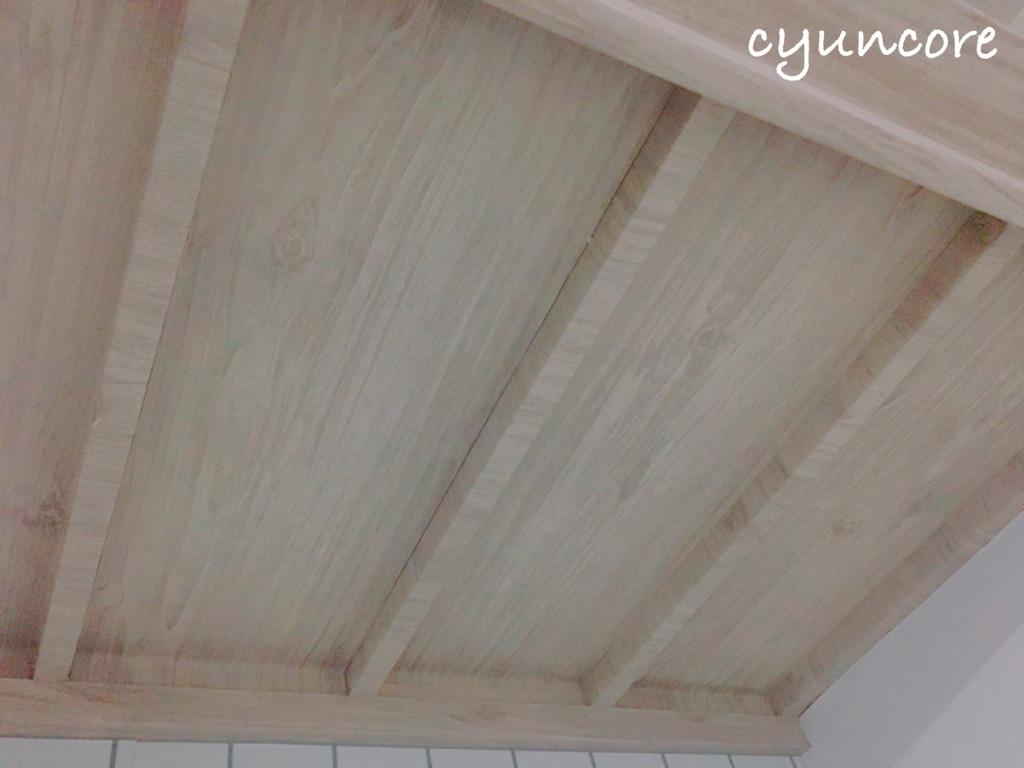 押入れの壁紙をカフェ風に貼りかえよう①押入れの天井の壁紙を貼り替える-3