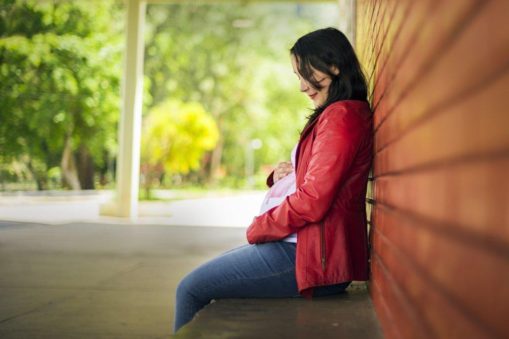 妊娠中に腰痛が起こる原因は?