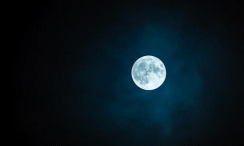 月の満ち欠けの特徴と月のパワーで恋愛のツキを呼び込むおまじない