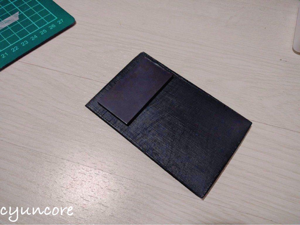 100均セリアの材料でままごとレジスターをDIY⑤レシートプリンター代わりのマグネットを貼り付ける