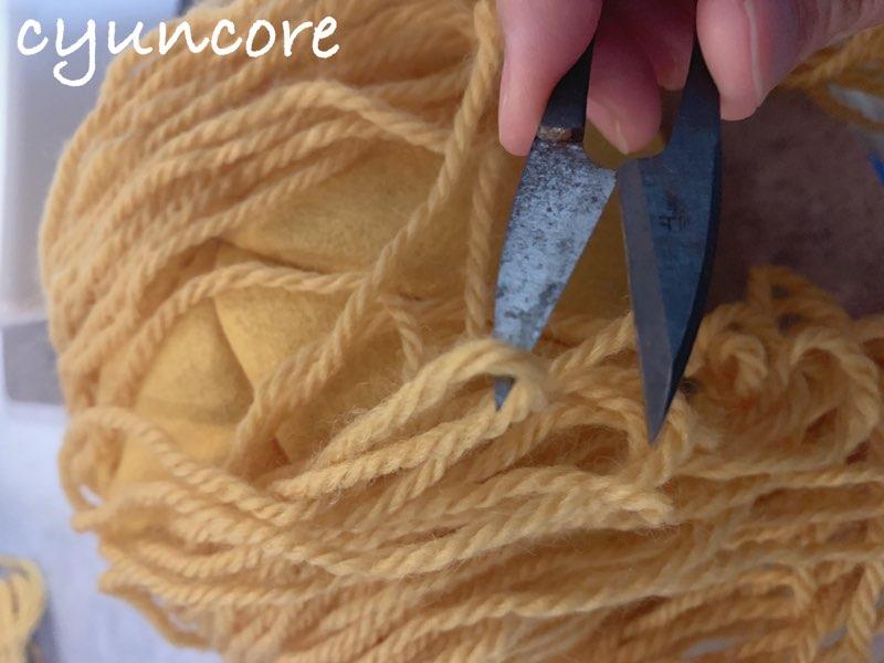 2018年ハロウィン インクレディブル・ファミリーのカツラの作り方⑤フェルトを帽子に縫い付ける-2
