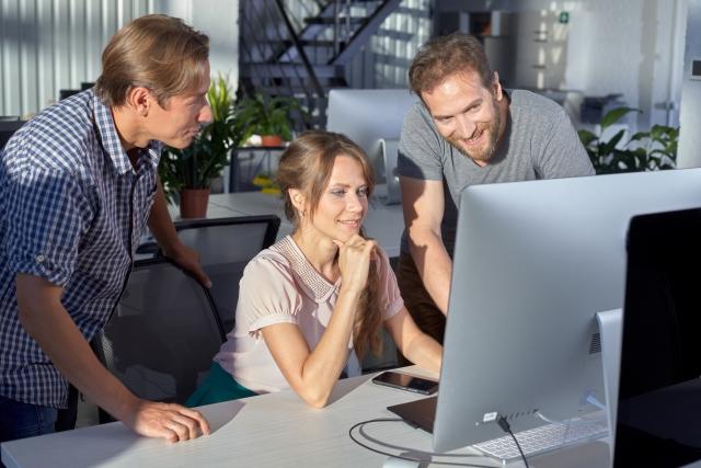 職場の同僚はセフレにしやすい?職場の同僚をセフレにするコツと注意点
