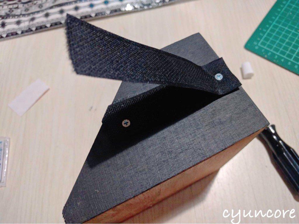 100均セリアの材料でままごとレジスターをDIY④マジックテープを取り付ける-2