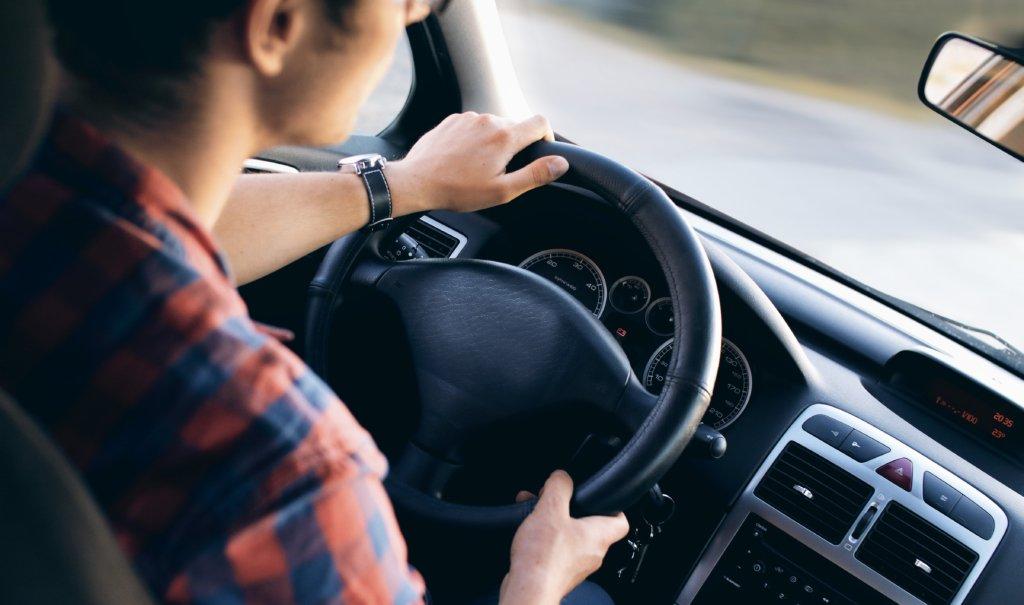 02、男性が喜ぶ紅葉デートプラン:ドライブデート
