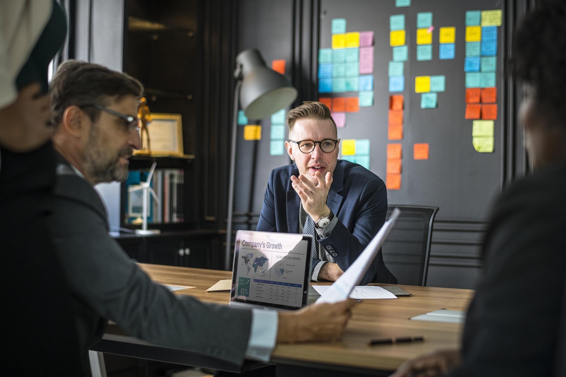 会議の効率化ルール③時間にはとにかく厳しくするのが生産性を高めるコツ