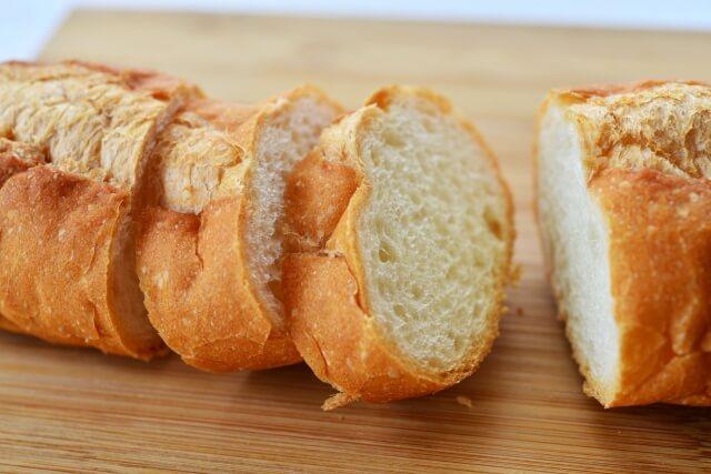 ダイエットするならフランスパン?一切れあたりのカロリーは食パンと比べてどう?