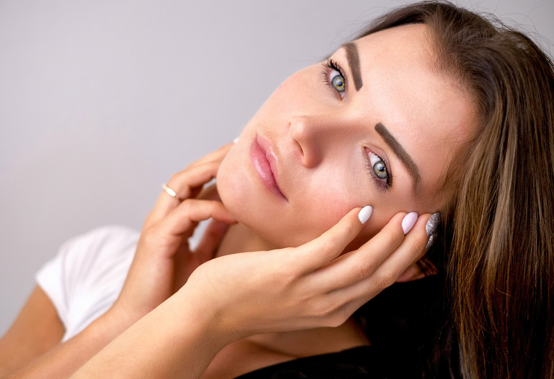 頬の毛穴が開く原因はお肌のたるみ?!頬の開き毛穴と顔のたるみを改善する方法