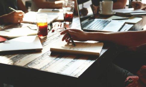 無駄な会議は会社を滅ぼす?無駄な会議をなくすポイントとは?