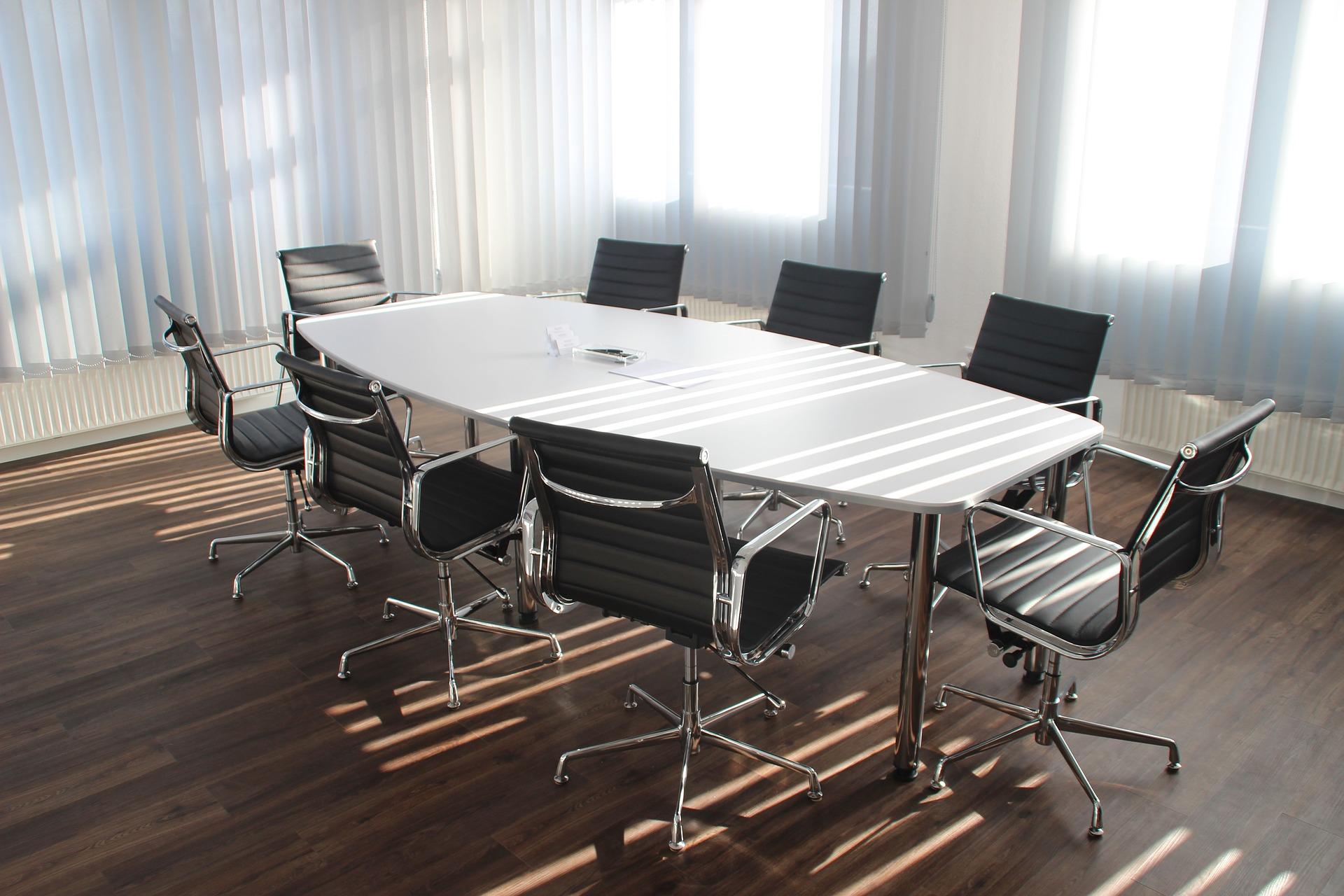 お客さんを招いて会議する場合の会議室の席次マナーは?
